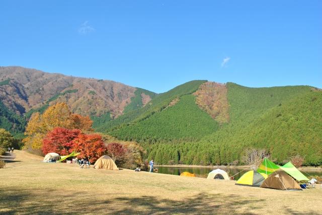 秋の紅葉キャンプ 関東のおすすめは?寒さ対策は必要?持ち物は?