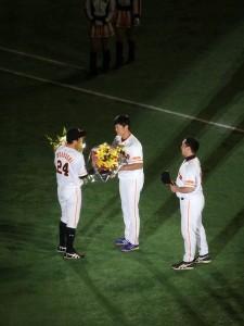 内海さんからの花束贈呈