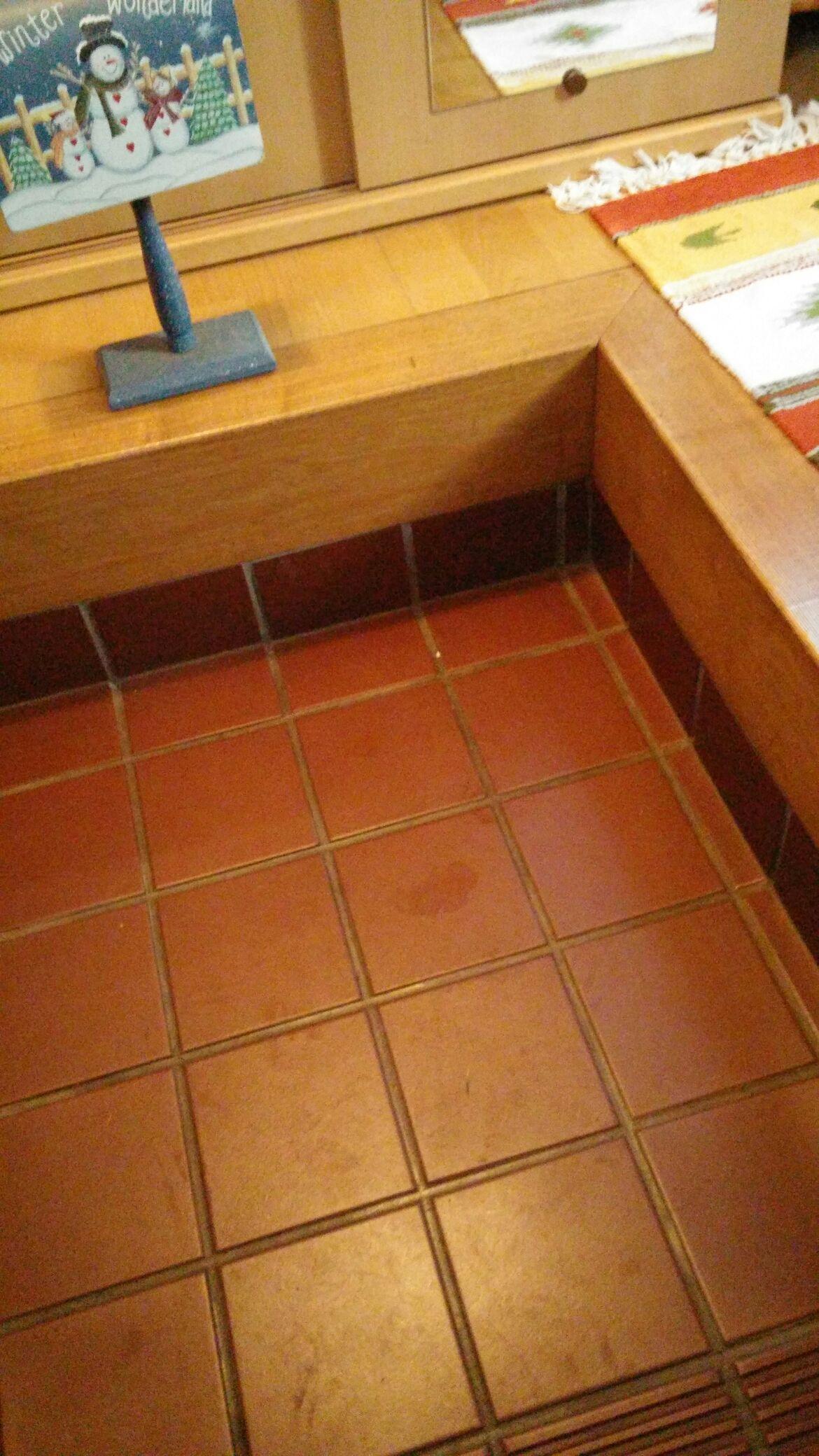 玄関タイルの汚れの掃除には水を使用?おすすめの掃除方法と洗剤