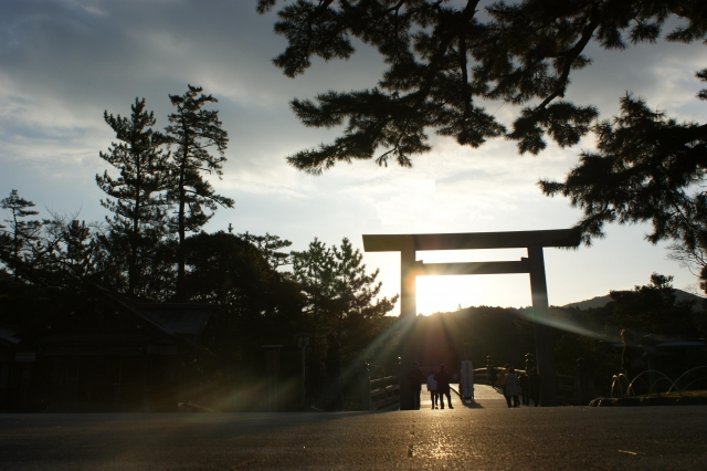 伊勢神宮の内宮のパワースポットはどこ?石・木・橋をチェック!